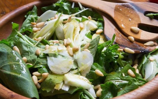 Fennel and rocket salad with pine nuts